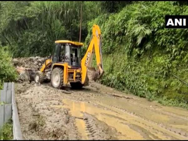 Landslide near Kalimpong in NH-10 (Photo/ANI)