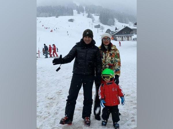 Kareena Kapoor with husband Saif Ali Khan and son Taimur (Image Source: Instagram)