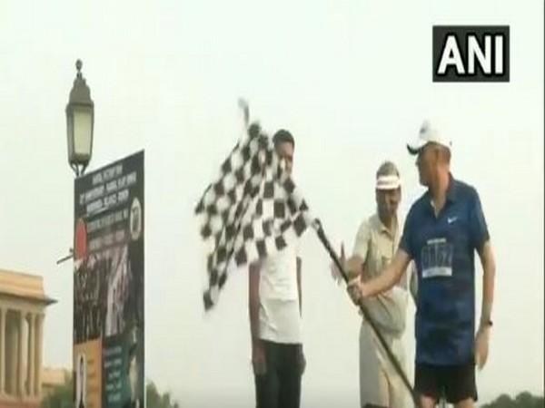 Lieutenant-General Ashwani Kumar flagging off the victory run in New Delhi on Sunday. Photo/ANI