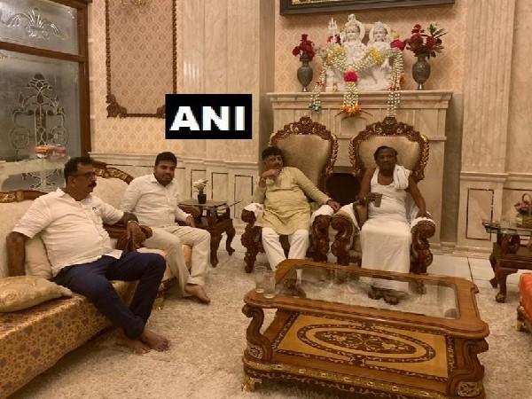 DK Shivakumar meets rebel Congress MLA MTB Nagaraj in Bengaluru, Karnataka on July 13. Photo/ANI