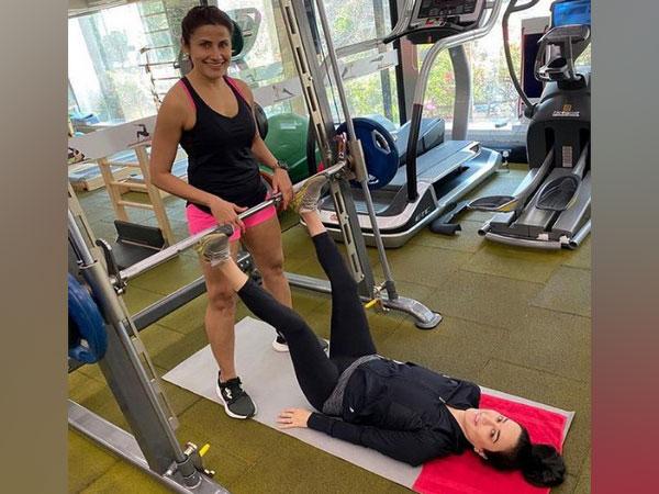 Preity Zinta with celebrity fitness trainer Yasmin Karachiwala (Image Source: Instagram)