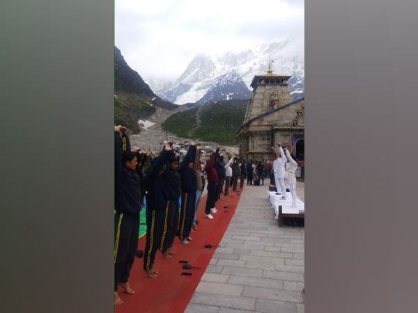 people performed yoga outside the Kedarnath temple, Uttarakhand