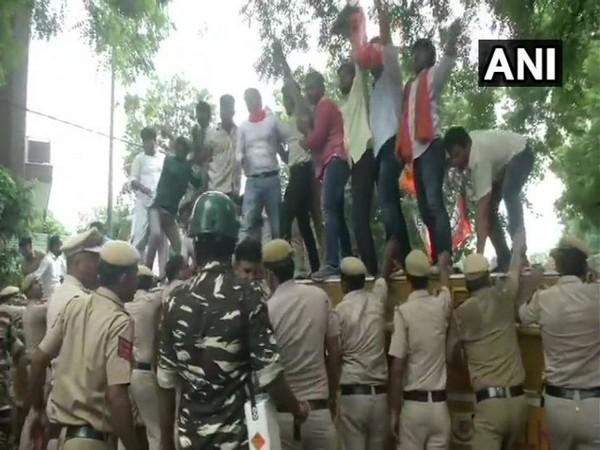 BJP Yuva Morcha protesting against the state government in New Delhi on Saturday. Photo/ANI