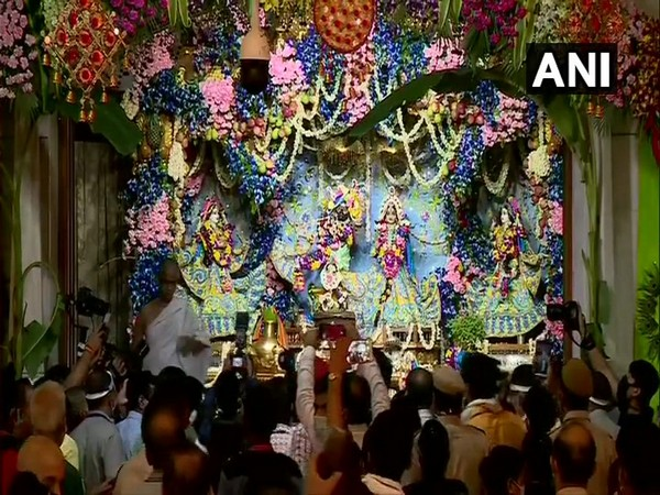 People offered prayers to Lord Krishna and danced to the tunes of devotional songs on the occasion of Janmashtami. Photo/ANI