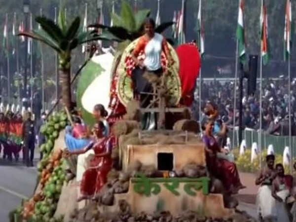 Kerala featured an ecofriendly, biodegradable tableau, which was fabricated in coir, coconut and clay.