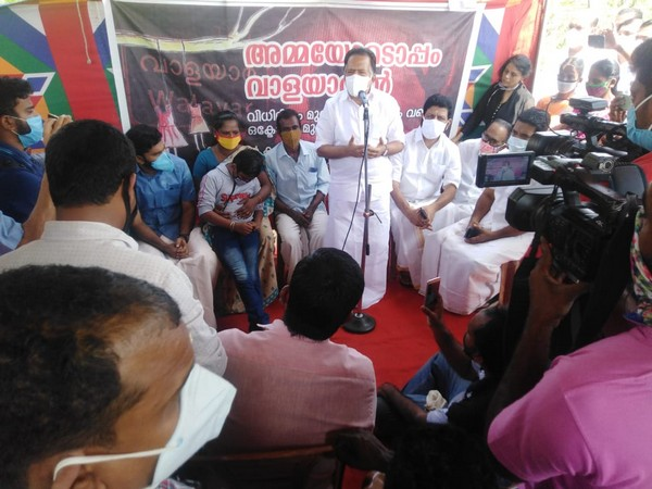Opposition leader Ramesh Chennithala who visited the parents of the victims in the protest on Monday.