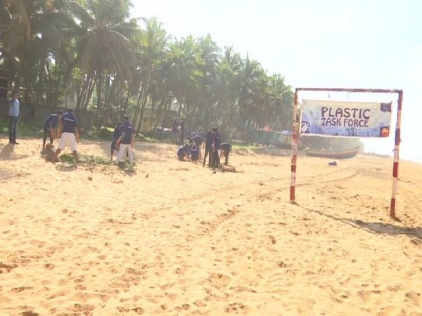 On International Coastal Cleanup Day (ICCD), an environmental organisation, 'Thanal' organised clean up programme in Trivandrum on Saturday. Photo/ANI