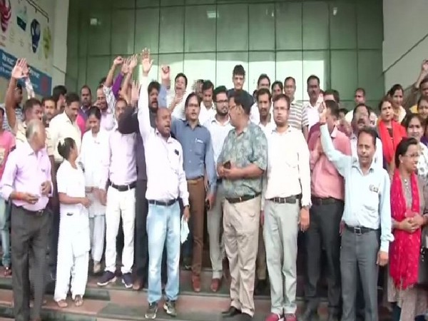 Workers of the King George Medical University (KGMU) went on strike on August 6 in Lucknow. Photo/ANI