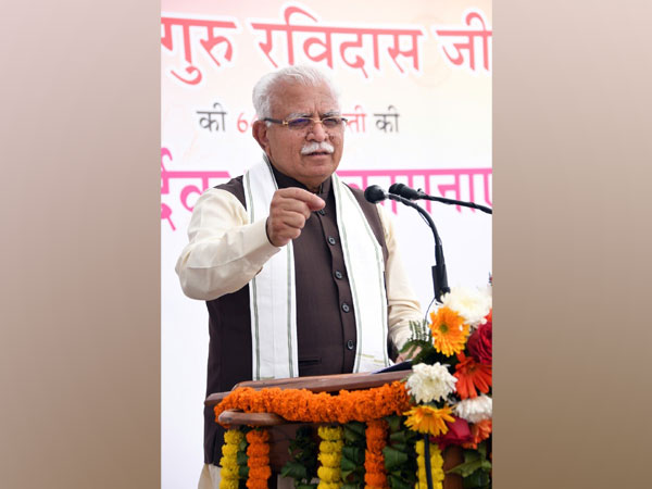 Haryana CM Manohar Lal Khattar addressing an event on the occasion of 644th birth anniversary of Guru Ravidas (Image Courtesy: @cmohry).