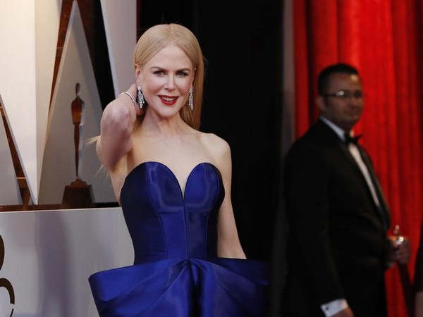 Nicole Kidman soaks up sun in blue bikini