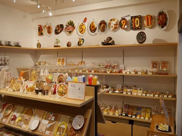 Tourists visit Tokyo's Kappabashi street to buy kitchen tools