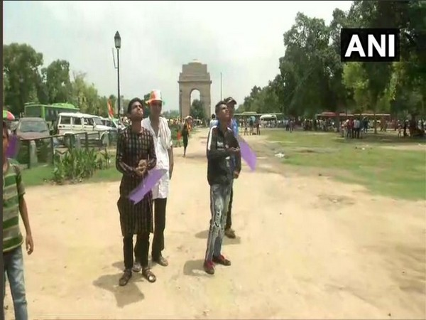 People fly kites at India Gate on Independence Day. Photo/ANI