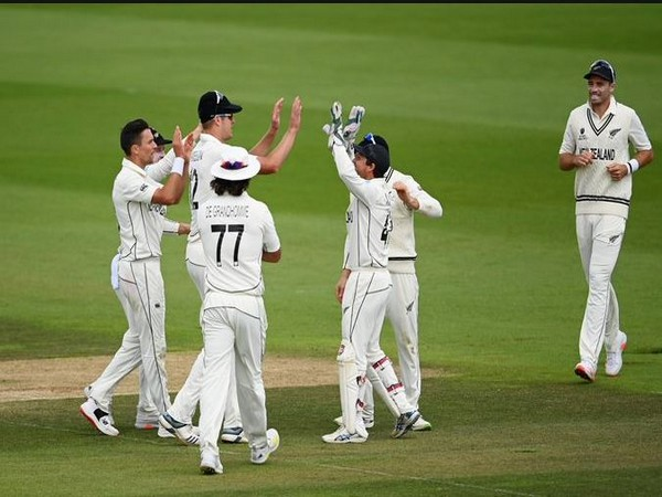 New Zealand players celebrate the fall of an India wicket. (Photo/ ICC Twitter)