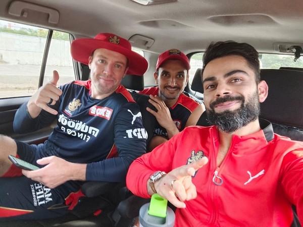 RCB skipper Virat Kohli with AB de Villiers and Harshal Patel (Image: Virat Kohli's Twitter)
