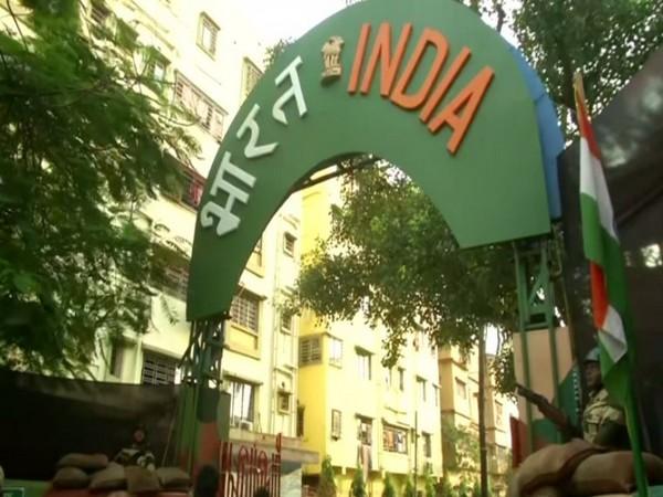 A pandal showcases life in Indo-Bangladesh border in Kolkata. Photo/ANI