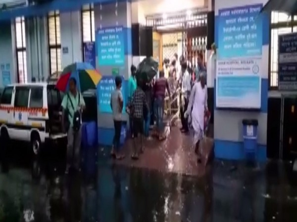 Injured persons being rushed to SSKM Hospital in Kolkata on Friday. Photo/ANI