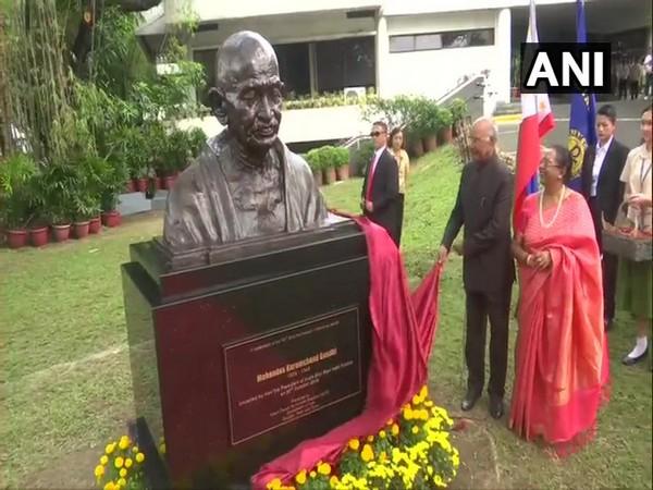 President Ram Nath Kovind unveils a bust of Mahatma Gandhi in Manila on Sunday