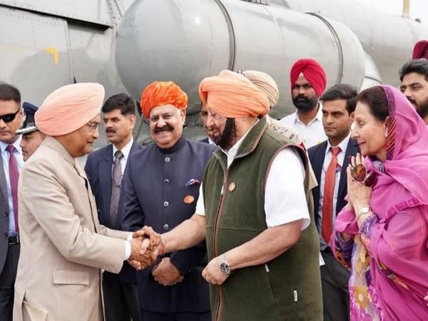 President Ram Nath Kovind arrives at Sultanpur Lodhi to pay his obeisance on 550th Guru Nanak Dev birth anniversary. Photo/ANI