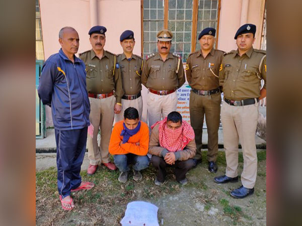 Kullu police along with the arrested people. Photo/ANI