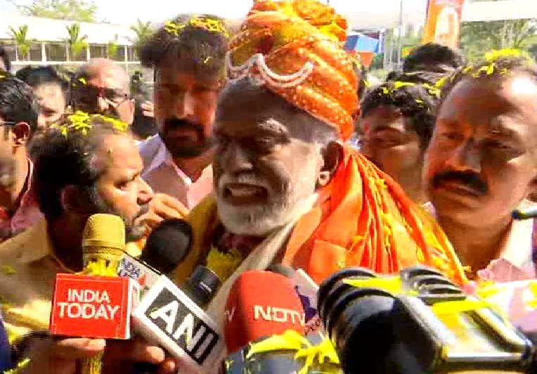 BJP leader Kummanam Rajasekharan interacting with media persons in Trivandrum on Tuesday