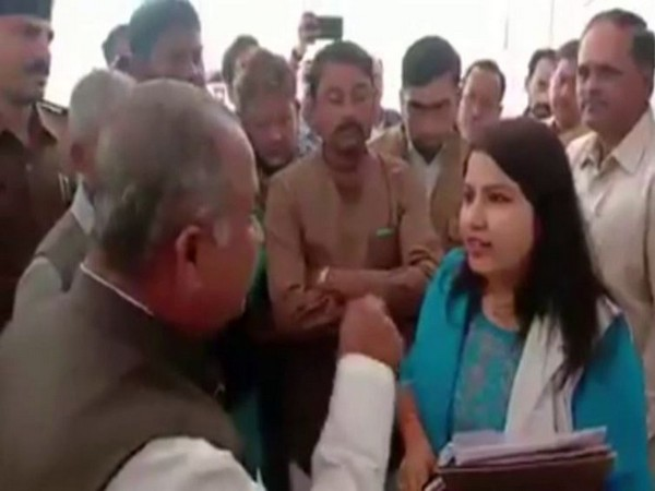A verbal spat broke out between an official of Shahdol Municipal Corporation and a local Congress leader on Friday. Photo/ANI