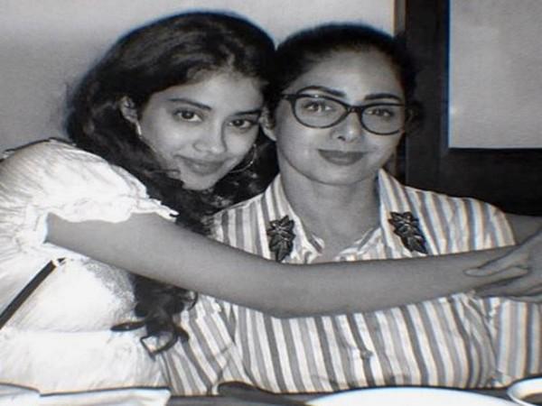 Janhvi Kapoor with Sridevi (Image Source: Instagram)