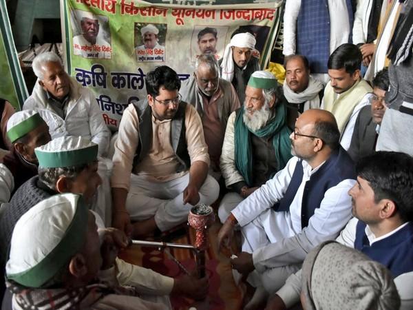Ajay Kumar Lallu visits Ghazipur border to support farmers (Image courtesy: @AjayLalluINC)