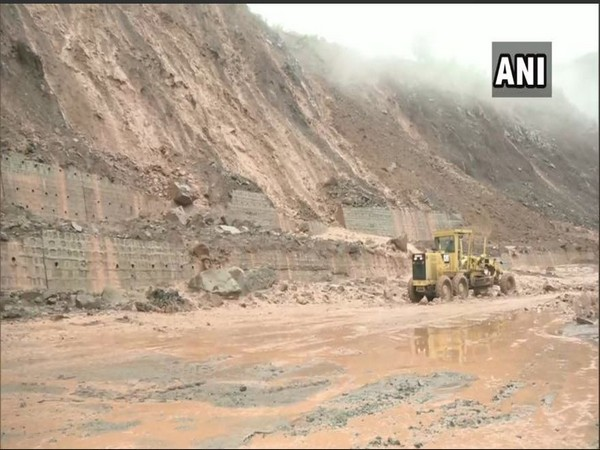 NH-44 has been closed down on Wednesday due to landslide. Photo/ANI