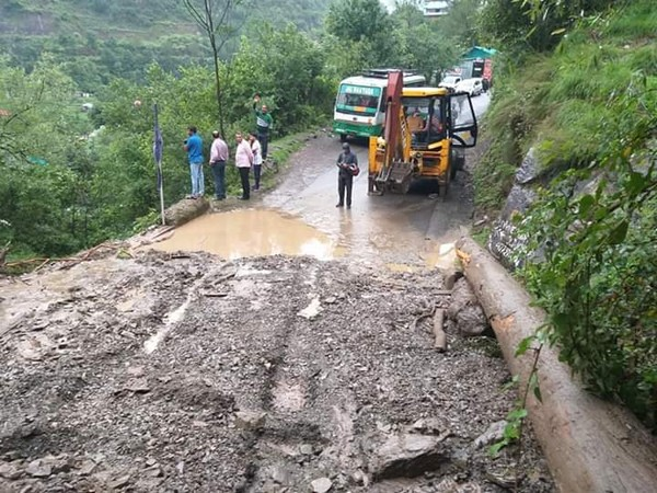 Landslide blocks Chail road blocked in Kandaghat area, Himachal Pradesh. Photo/ANI