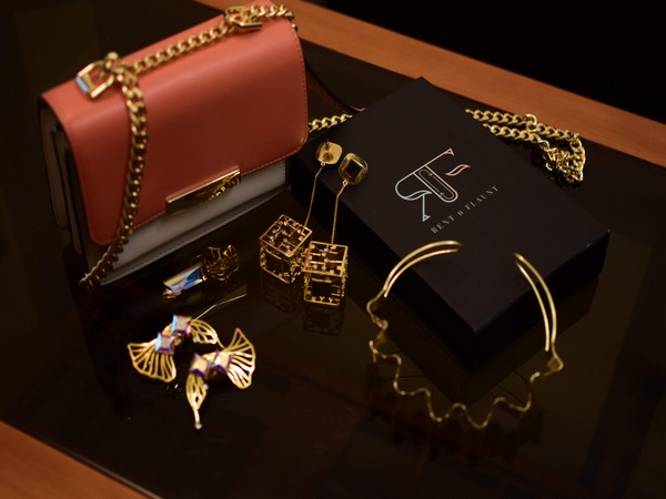 One can rent 3 high-fashion accessories for as low as Rs 1999 and 5 products for Rs 3,499.