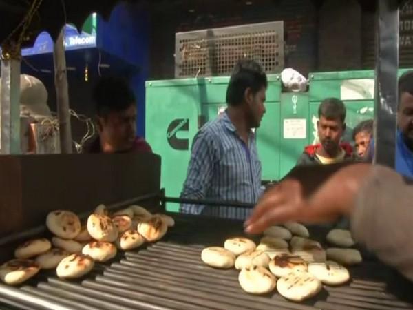 A shokeeper in Patna selling litti-chokha [Photo/ANI]