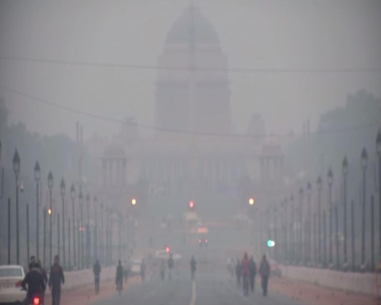 Smog engulfed Delhi on Tuesday [Photo/ANI]