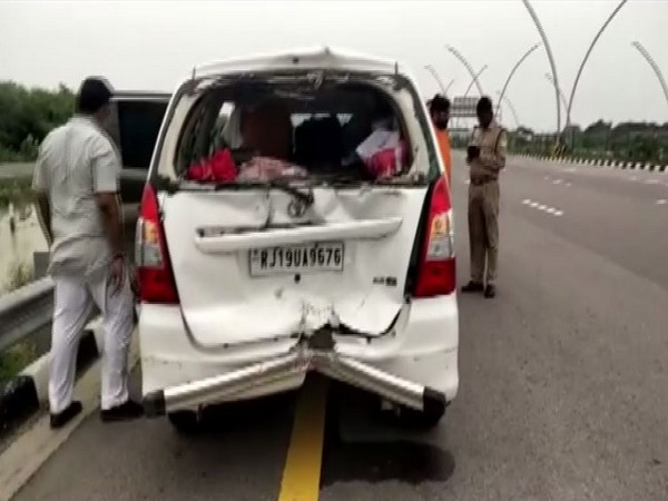 The car involved in the accident on Lucknow-Agra Expressway (Photo/ANI)