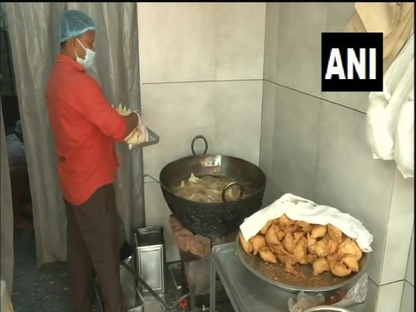 Snacks being prepared at a food shop in Ludhiana