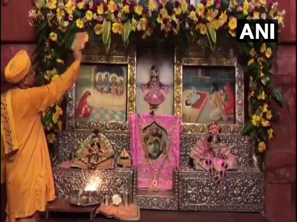 'Aarti' being performed at Garbha Griha in Shri Krishna Janmasthan Temple as the city celebrates Janmashtami today (Photo/ANI)