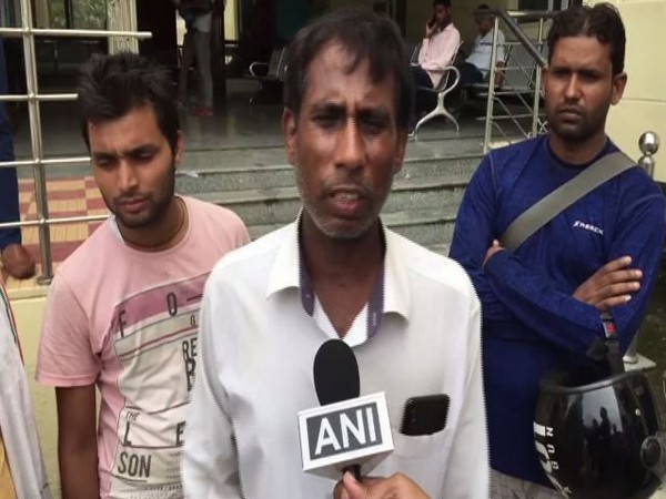 Mahesh Singh, an auto-rickshaw driver was fined Rs 37,000 by Gurugram traffic police on Wednesday. Photo/ANI