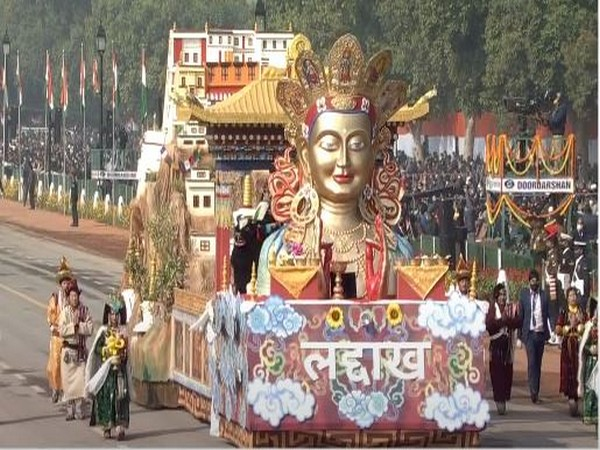 The tableau highlighted the 'Vision' for Ladakh to be carbon neutral and exemplary for the world.
