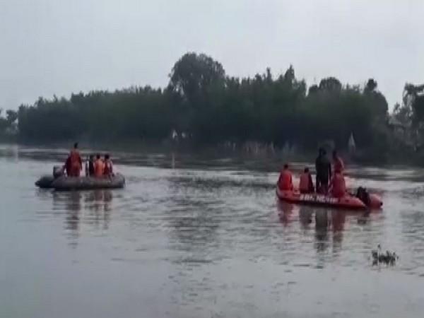 A boat going from Malda to Bihar's Katihar, capsized at Jagadishpur. Photo/ANI