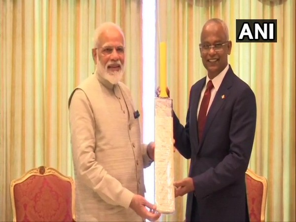 Prime Minister Narendra Modi presenting a bat signed by the Indian cricket team to Maldives President Ibrahim Mohamed Solih on Saturday (Photo/ANI)