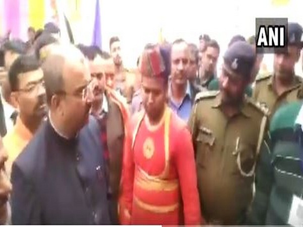 A grab of the video in which the Bihar Health Minister is seen getting angry at police official for not recognizing him in Siwan [Photo/ANI]