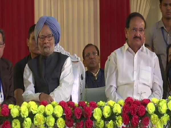 Former Prime Minister Manmohan Singh and Vice President Venkaiah Naidu at Ram Leela Maidan in New Delhi on Tuesday. Photo/ANI