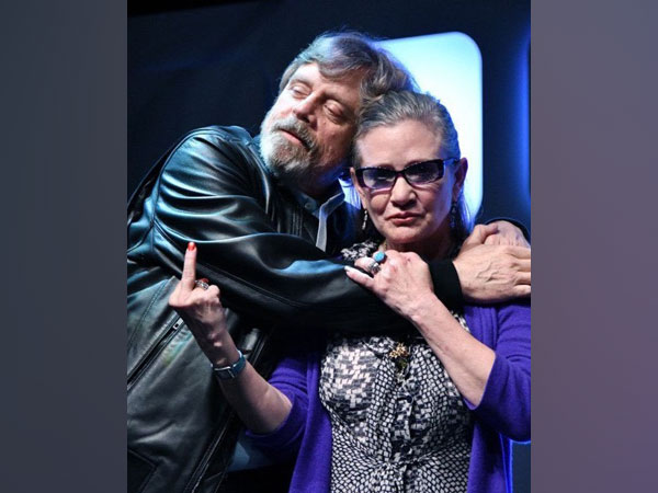 Actor Mark Hamill and late star Carrie Fisher (Image source: Twitter)