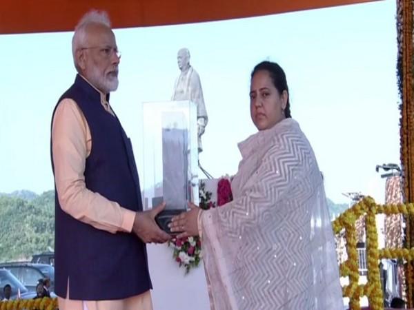 Shazia presenting memento to Prime Minister Narendra Modi in Kevadia, Gujarat on Thursday.
