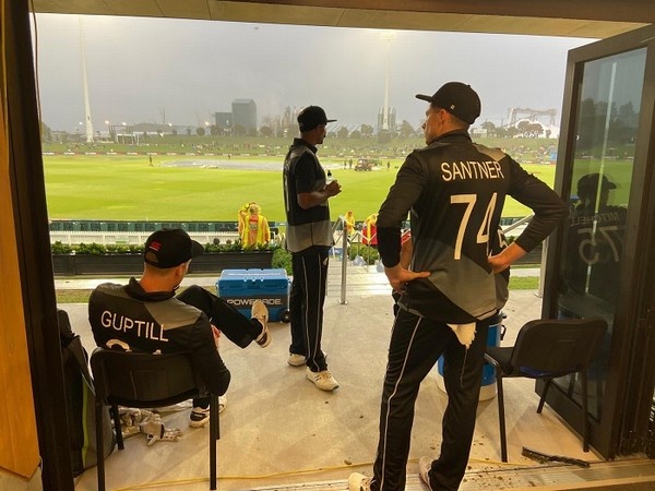 New Zealand cricketers Martin Guptil and Mitchell Santner (Image: Blackcaps' Twitter)