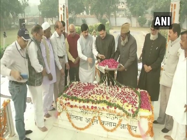 Union Minister Shahnawaz Hussain paying tribute to Maulana Abul Kalam Azad on his birth anniversary on Monday. Photo/ANI
