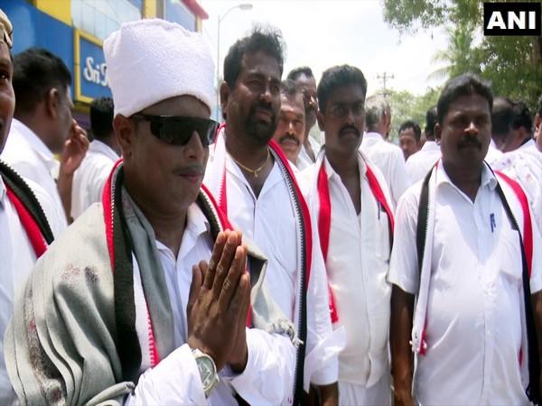 AMMK candidate, G. Muniyasamy with volunteer dressed as MGR. (Photo/ANI)