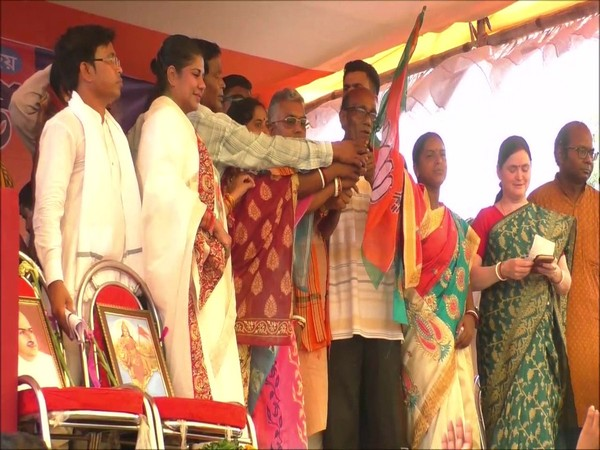 TMC workers join BJP in Midnapore on Saturday. Photo/ANI
