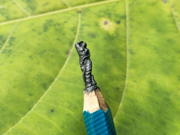 Eswar Rao's miniature art of a woman on pencil nib. Photo/ANI