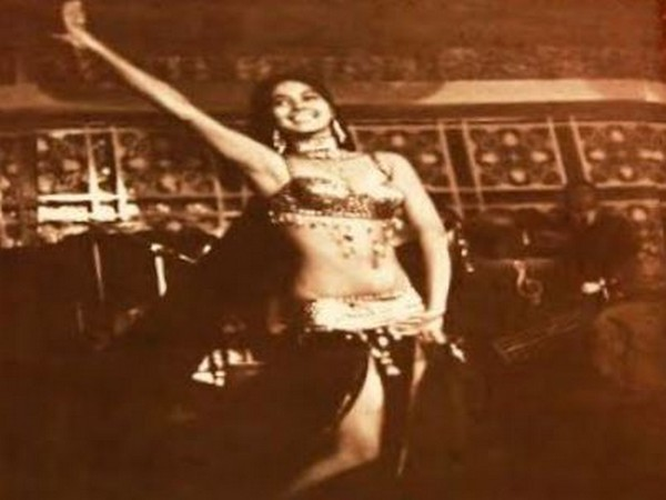 Cabaret dancer Arati Das (Photo: Gautam Chintamani's Twitter)