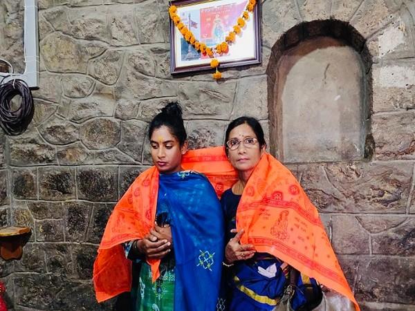 India women's skipper Mithali Raj with her mother (Image: Mithali Raj's Twitter)